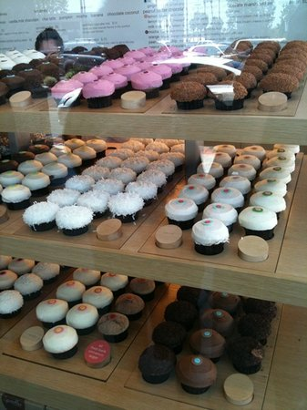 Whenever I'm in La Jolla, I always make it a point to stop by Sprinkles Cupcakes and Ice Cream. This shop is located near Whole Foods and Philz Coffee. I've been to their location at Downtown Disney in Anaheim but the cupcakes I've ordered there aren't as moist as the ones here/5(K).