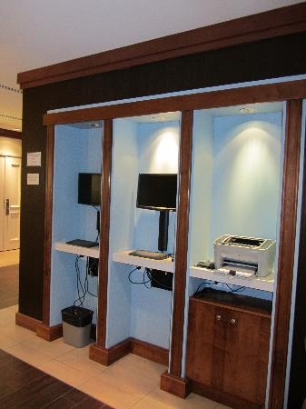 Hotel Indigo Toronto Airport: Internet terminals with indestructible keyboards