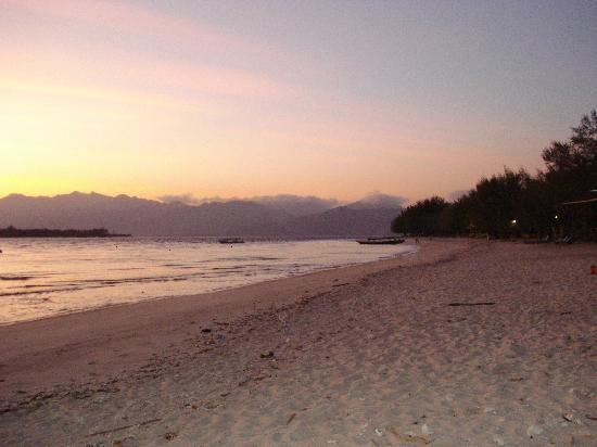 Luce d'Alma Resort & Spa: beautiful sunrise from the reserved beach area