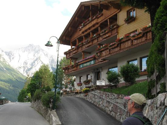 Lermoos, Austria: Front of the hotel