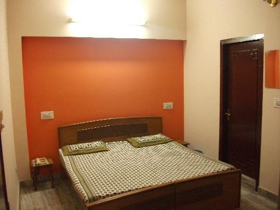 Hotel Hathroi Palace: A typical room here (photo provided by the hotel - not the room we had but looks similar)