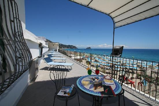 Spiaggia spotorno photo de spotorno ligurie tripadvisor for Hotel meuble giongo