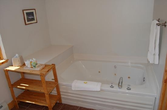 Woodside Inn: Double Jacuzzi Tubs in all guestrooms except ONE