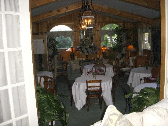 Wickwood Inn: Breakfast (and cocktail hour) room