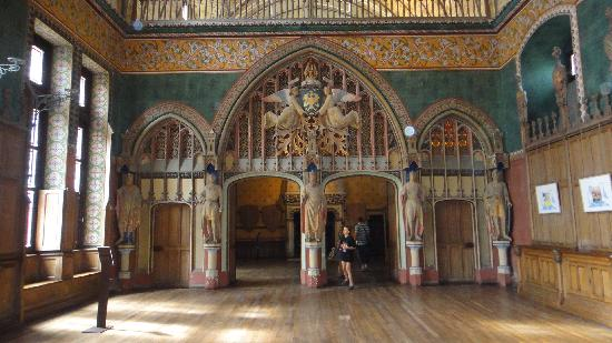 Pierrefonds, France: The ballroom