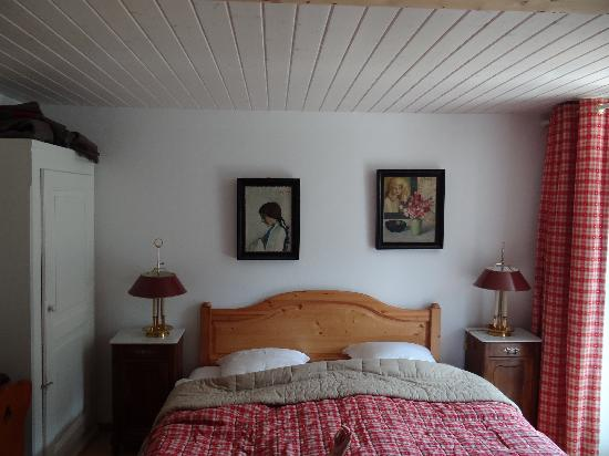 Hotel du Pillon - Relais du Silence: The bed, actually two singles pushed together