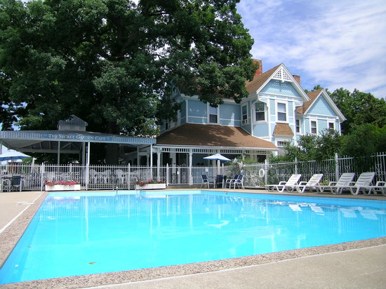 The White Rose Inns is a relaxing retreat of bed and breakfast lodgings and family-friendly mote