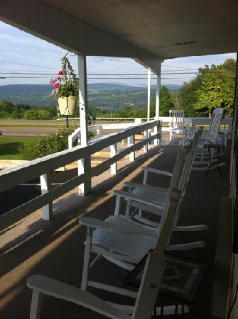 Longhouse Lodge Motel: Relaxing View