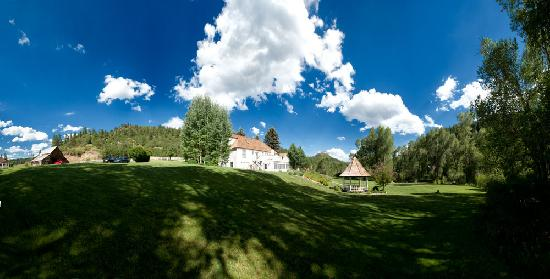 Antlers on the Creek Bed & Breakfast: A Panoramic Photo we took while staying at the inn