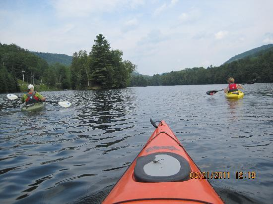 Mountain Sports Inn: Kayaking is only a short distance from the hotel.
