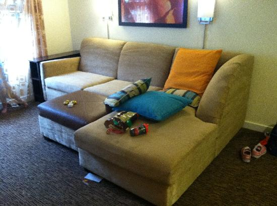 HYATT house Morristown: Most comfortable couch EVER in a hotel room.