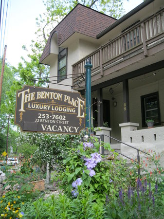‪Benton Place Inn‬