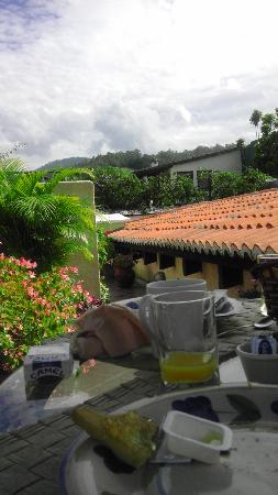 D'Leyenda Hotel: view on terrace at breakfast