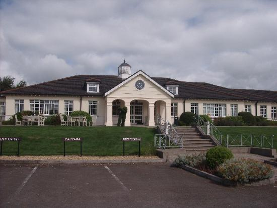 Carrickmacross, Ireland: golf clubhouse