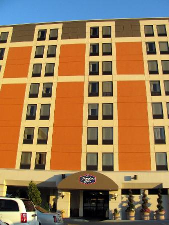 Hampton Inn Pittsburgh - University Center: The building