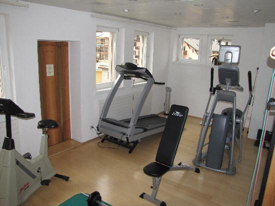 Small exercise room on top floor near spa fotograf a de for Small room workout