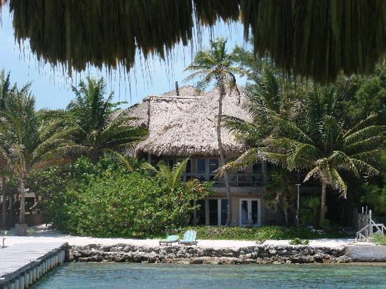 Xanadu Island Resort Belize: View of the resort from the pier