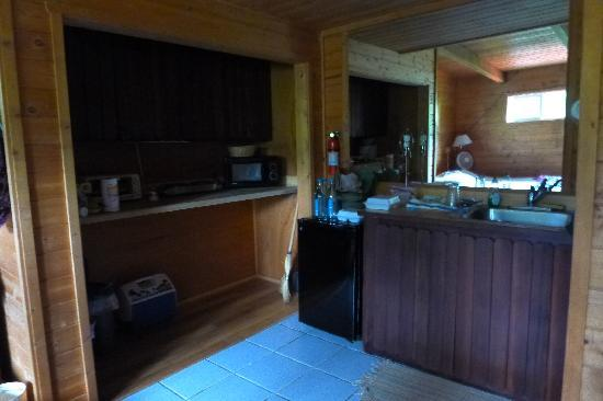 Hanalei Vacation House: kitchen area