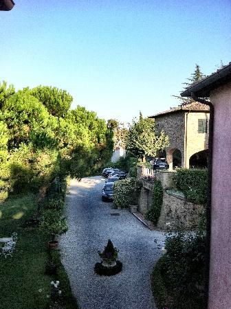 Albergo Il Rondo: View of the gardens from main building