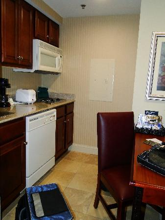 Homewood Suites by Hilton Huntsville-Village of Providence: Kitchen