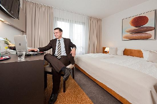 301 moved permanently for Hotelzimmer dresden