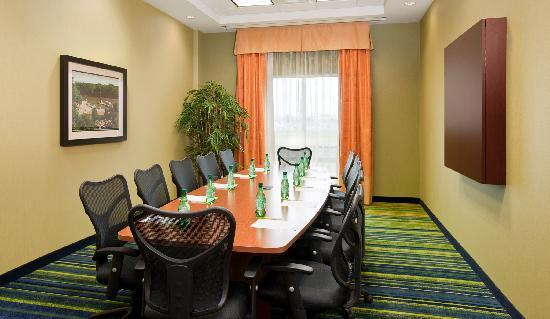 Fairfield Inn & Suites Winnipeg: Hold that important meeting in our Boardroom