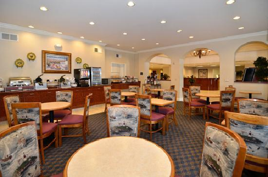 Comfort Suites - Oakley: Breakfast Room