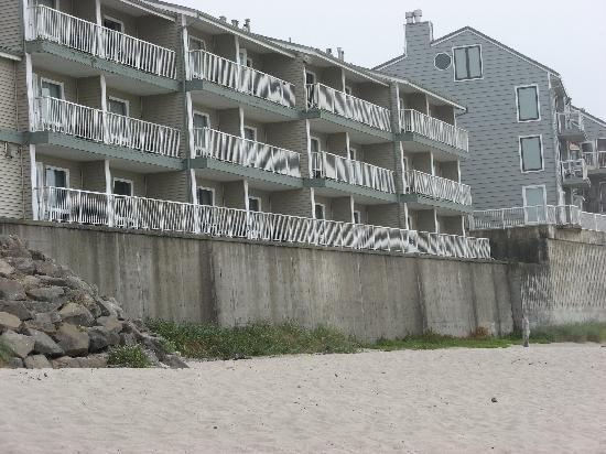 D Sands Condominium Motel: this is the back side from the ocean.