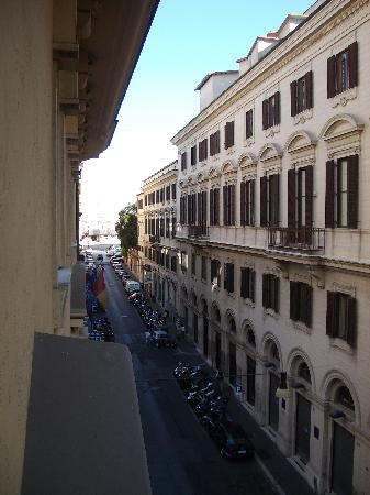 Bellesuite Rome: The view from our bedroom window.