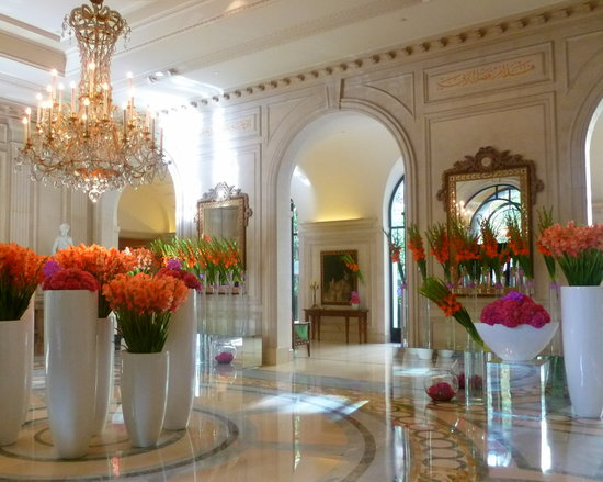 Отель Four Seasons Hotel George V Paris: The lobby