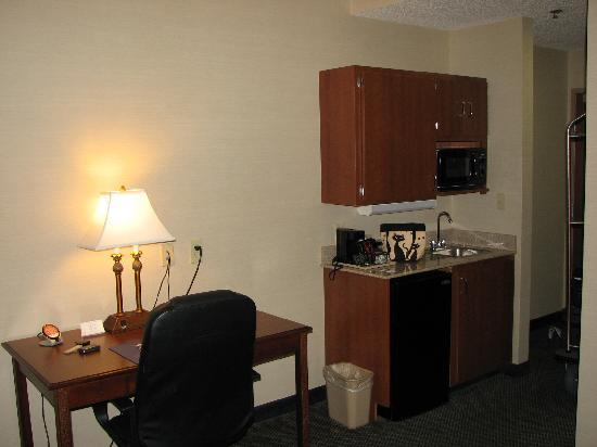 Comfort Suites Waco: very convenient kitchen area
