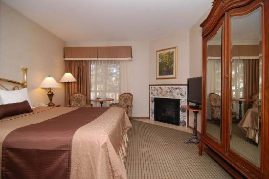 BEST WESTERN PLUS Big Bear Chateau: Romm with a King bed-all rooms have fireplaces