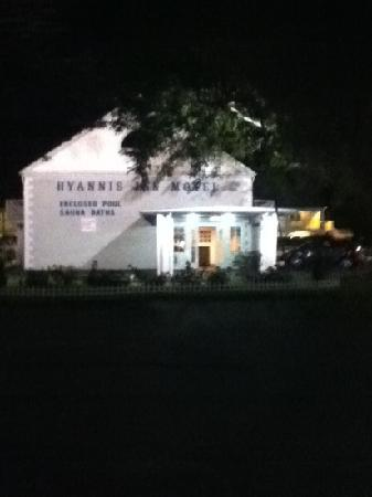 Hyannis Inn Motel: entrance