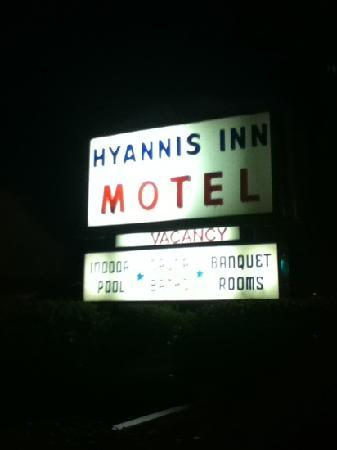 Hyannis Inn Motel: hotel sign