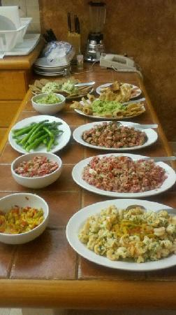 Villa del Palmar Beach Resort &amp; Spa: Dinner buffet prepared in our kitchen at Villa del Palmar