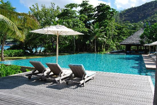 Four Seasons Resort Seychelles: Pool area