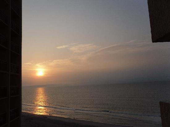 Breakers Resort North Tower: Sunrise from the balcony
