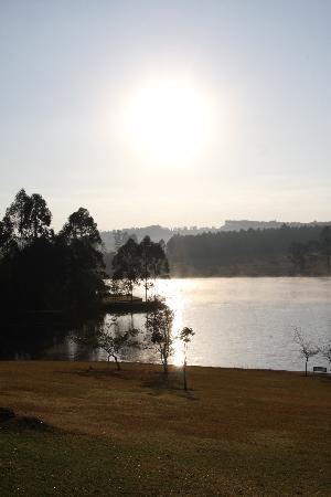 Pine Lake Resort: Sunrise over Longmere Dam