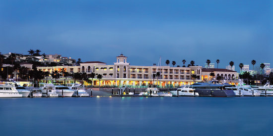 Balboa Bay Resort: Balboa Bay Club at Dusk