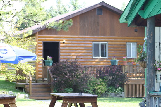 Photo of Glacier Bed & Breakfast & Log Cabins Hungry Horse