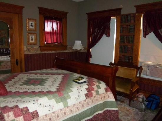 Quill and Quilt Bed and Breakfast: Conley Room