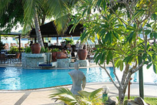 The Frangipani Langkawi Resort & Spa: Pool by the beach and Mentari Restaurant