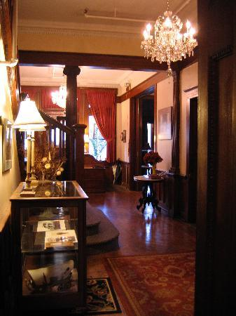 Bullis House Inn: Entry way
