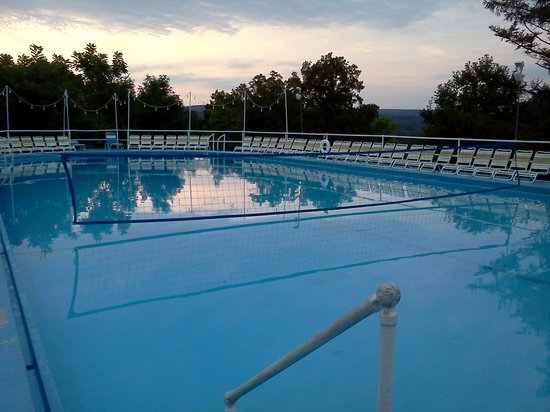 Rainbow Mountain Resort: Nice evening shot of the pool, little cool for night swimming but you can just jump in the hot t
