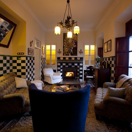 La Casa Noble : or relax in front of the fireplace