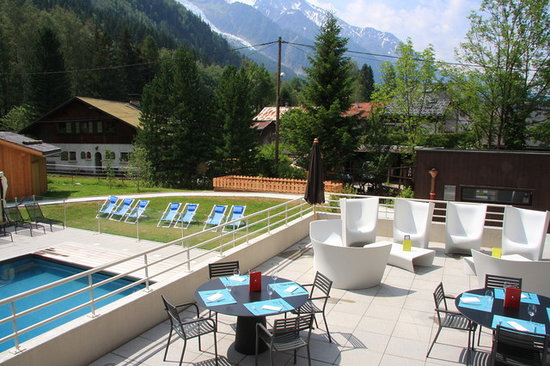 Hotel Les Aiglons Resort &amp; Spa : HOTEL LES AIGLONS - OUTDOOR HEATED POOL 