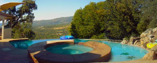 Oak Cottage Bed & Breakfast: Oak Cottage pool