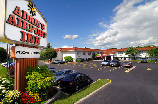 Adam's Airport Inn: Hotel
