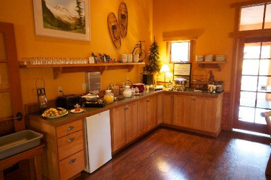 Chewuch Inn and Cabins: Breakfast Buffet