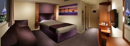 Premier Inn Dubai Silicon Oasis: bedroom